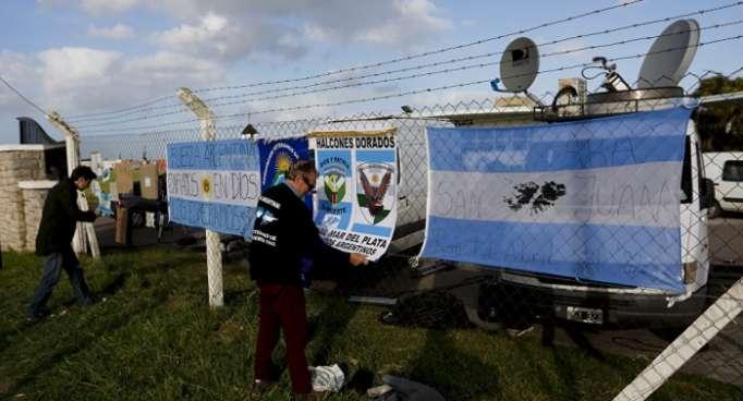 Familias de tripulantes de submarino argentino perdido se esperanzan con hallazgo de señal