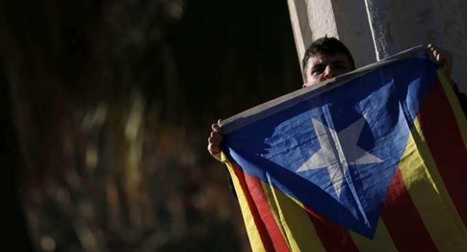 """El Gobierno español alerta contra tentaciones de """"atajos unilaterales"""" en Cataluña"""