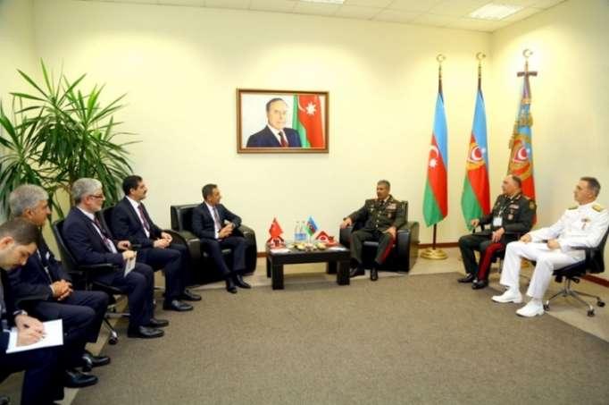 Azerbaiyán y Turquía discuten la cooperación militar