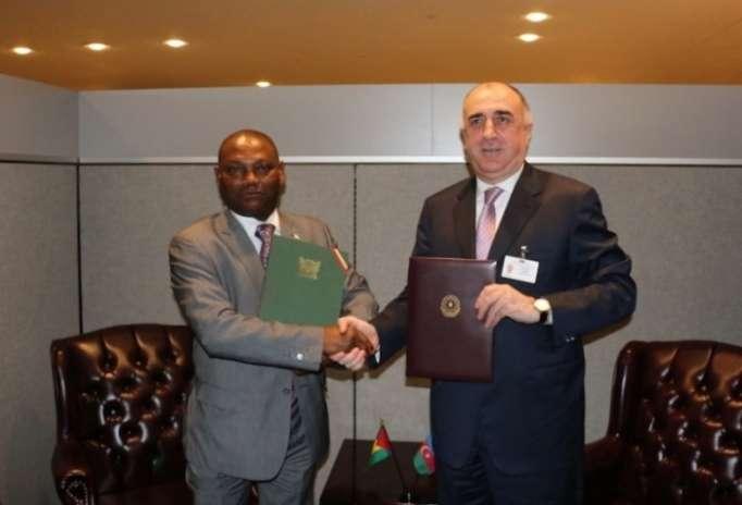 Azerbaiyán establece relaciones diplomáticas con la República Democrática de Santo Tomé y Príncipe