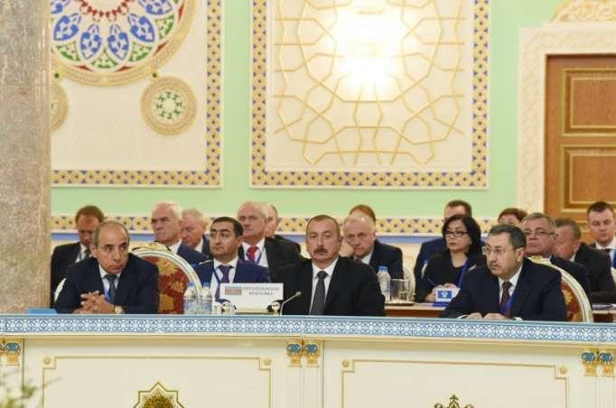 İlham Əliyev prezidentlərlə birgə rəsmi qəbulda