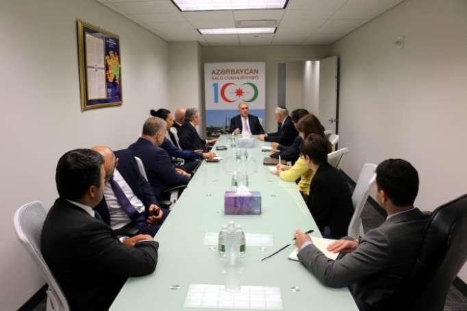 Azerbaijani FM meets reps of American Jewish Committee in New York