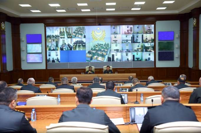 Azerbaijani defense minister instructs to organize combat duty more qualitatively