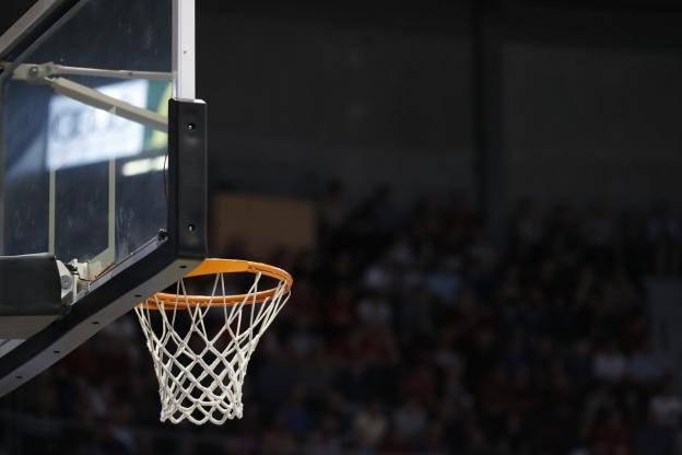 Roumanie: un basketteur poignardé dénonce une agression raciste