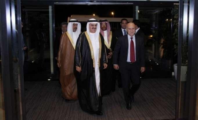 رئيس مجلس البحرين يصل إلى أذربيجان