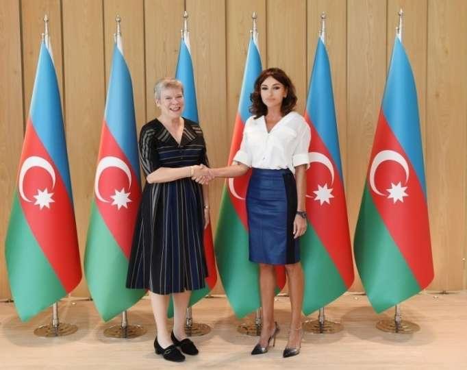 محريبان علييفا تتقى مع الأمين العام للناتو - صور
