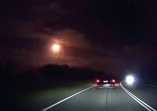 Unerwarteter Weltraumbesucher erschreckt Australien – VIDEO