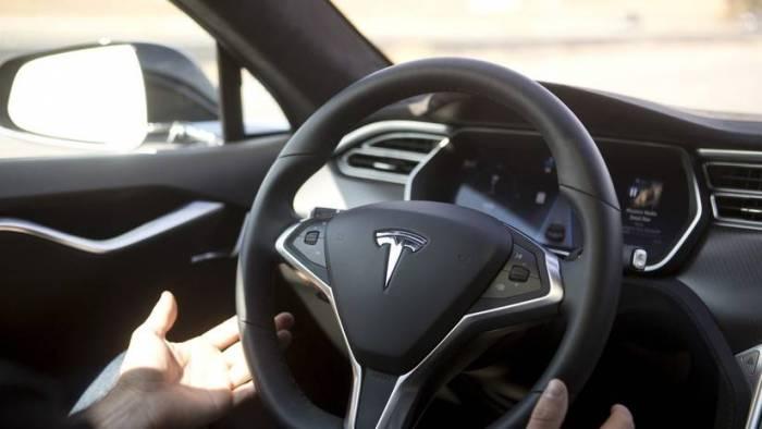 Elon Musk encuentra una fórmula para hacer más baratos sus coches Tesla Model S