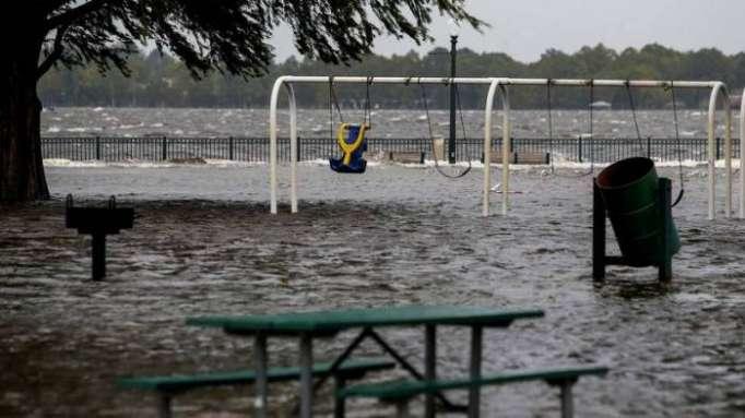 Florence toca tierra en EE.UU. y comienza a inundar parte de las Carolinas (VIDEOS)