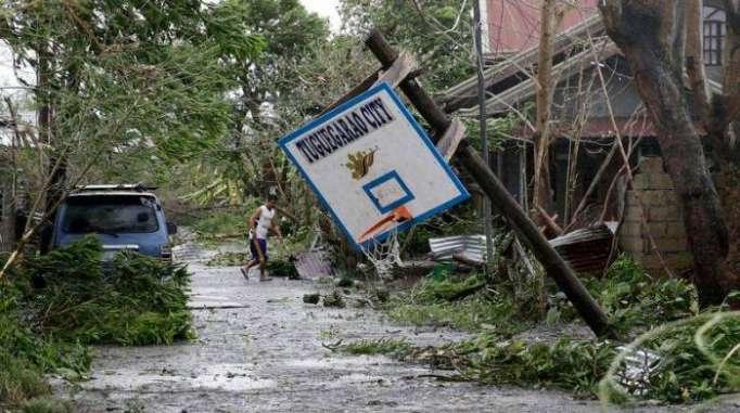 Philippines: 25 morts après le super typhon