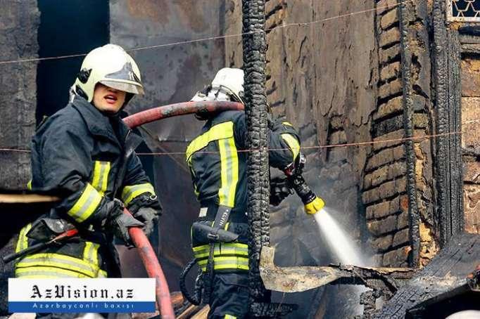 44 yaşlı kişi evdə yanaraq ölüb