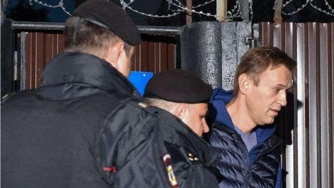 Navalnı 5 saniyə azadlıqda qaldı, yenidən həbs olundu