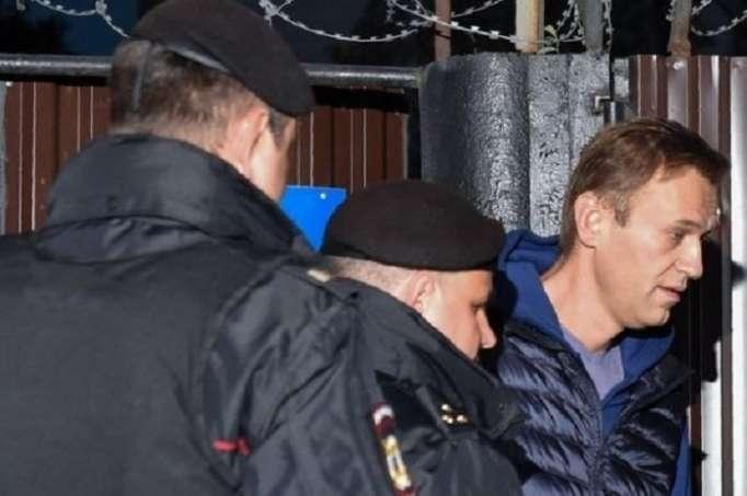 Navalnı 5 saniyə azadlıqda qaldı, yenidən həbs olundu - VİDEO