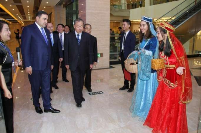 Azerbaijan opens first trading house in China