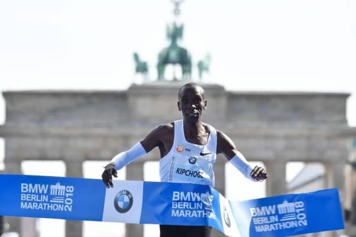 Berlin:le Kényan Eliud Kipchoge pulvérise le record du monde du marathon