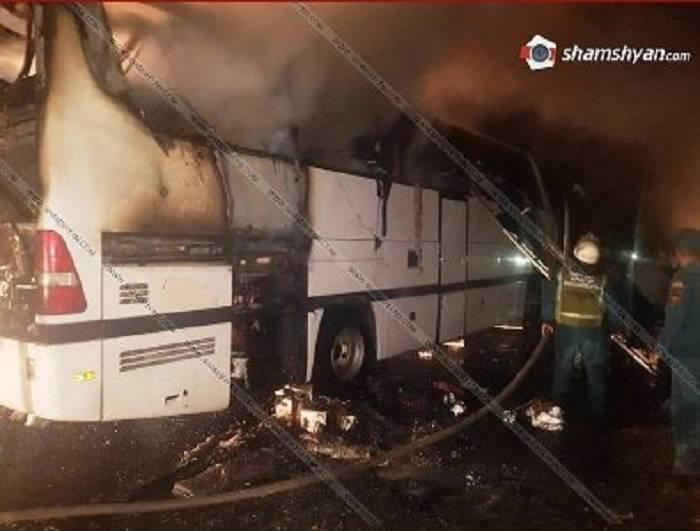 Ermənistanda sərnişin avtobusu yanıb