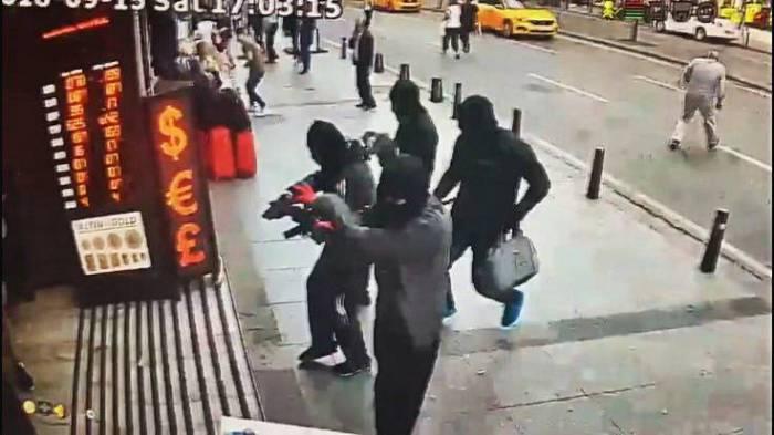 İstanbulda 300 min pul oğurlayan erməni tutuldu