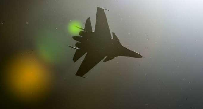 Un Su-30SM se cruza con un dron desconocido en Siria (vídeo)