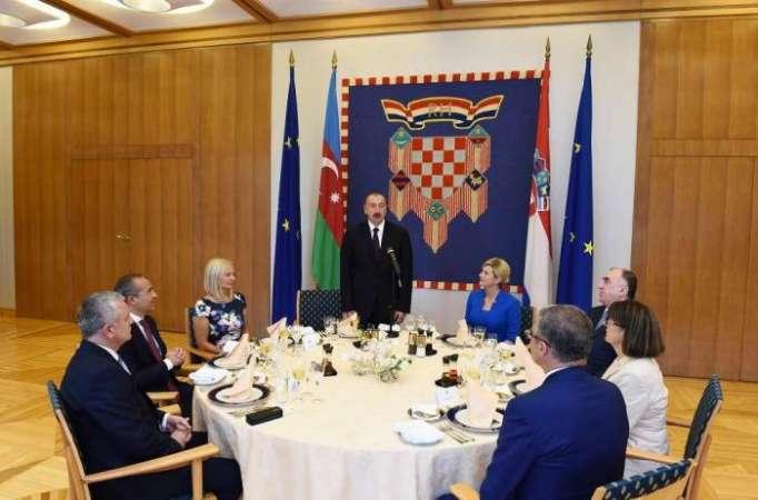 Croatian president hosts official reception in honor of President Aliyev