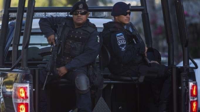 México desarma a toda la Policía de Acapulco por supuestos vínculos con bandas de narcotraficantes