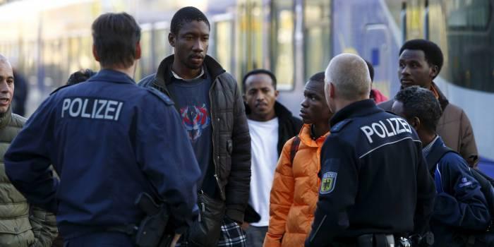 Allemagne:Des migrants demandent la démission du ministre de l'Intérieur
