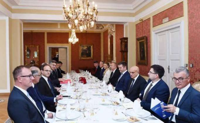 Azerbaijani president, Croatian PM have working dinner