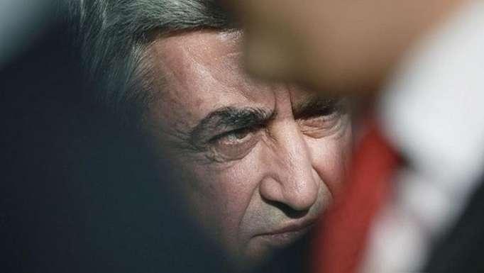 Sarkisyan aktiv siyasi fəaliyyətə başlayır