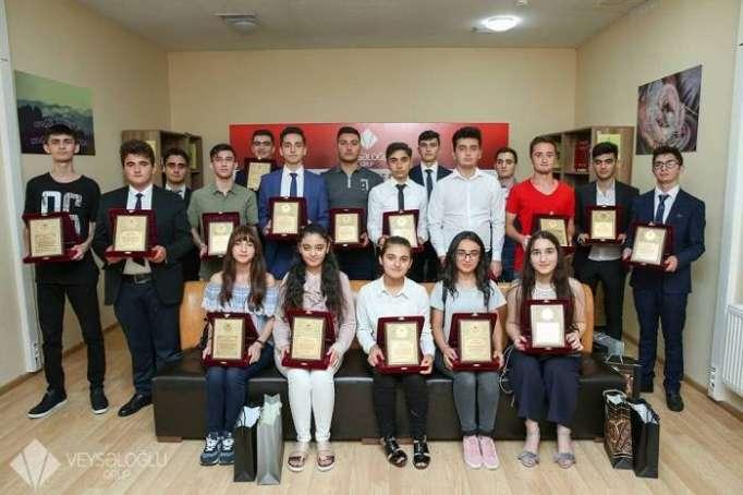 """""""Veysəloğlu"""" 700 bal toplayan abituriyentləri təbrik edib"""