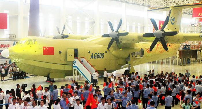 Le plus gros avion amphibie au monde prend enfin son envol depuis l'eau - VIDEO
