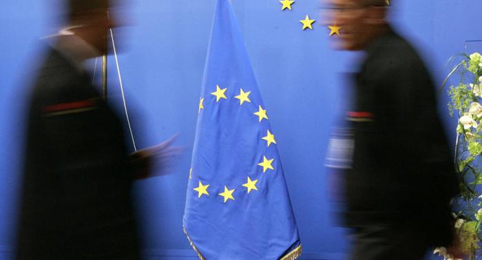 الاتحاد الأوروبي يعلق على قرار حظر توريد الأسلحة للرياض