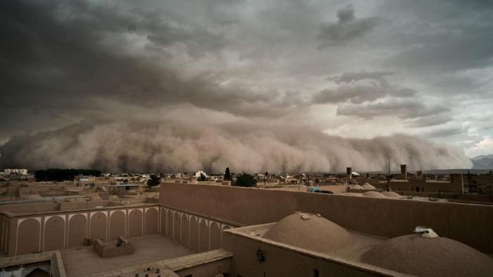 İranda qum fırtınası: 150-yə yaxın insan xəsarət alıb