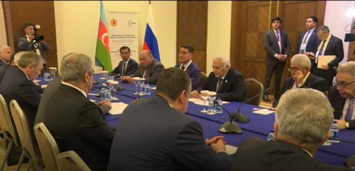 Parlamentssprecher Ogtay Asadov trifft mit Präsident der russischen Duma