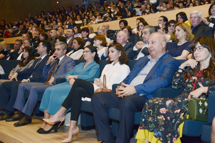 Le Chœur Touretski donne un concert sur la scène du Centre Heydar Aliyev - PHOTOS