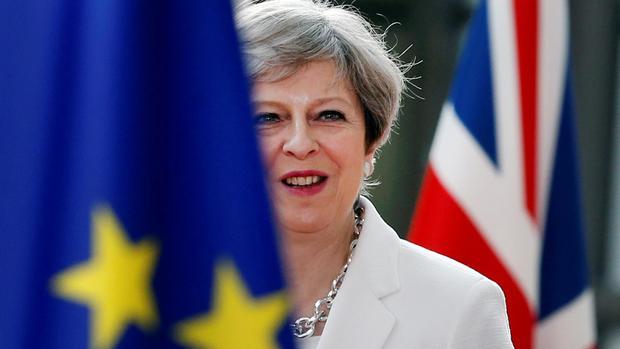 May ringt in eigenen Reihen um Zustimmung zu Brexit-Vorschlägen
