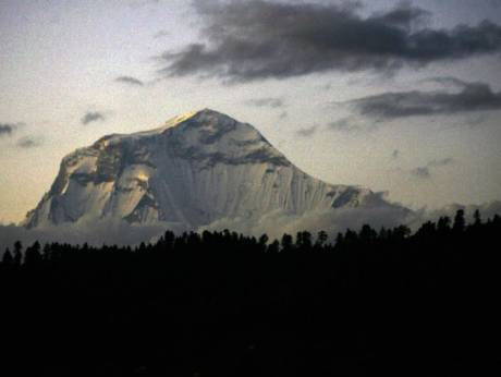 Snowstorm kills at least 8 climbers on Nepal peak