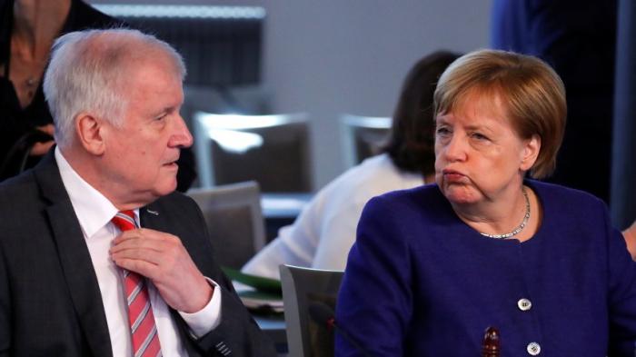 Seehofer und Merkel und die Bayernwahl