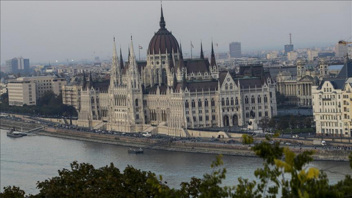 Hungary bans people from living in public areas
