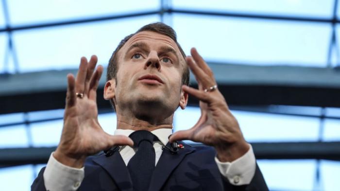 Macron baut seine Regierung um