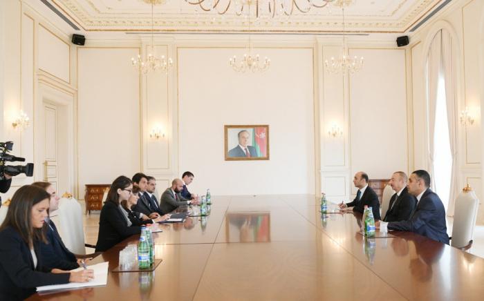 Ilham Aliyev rencontre une délégation menée par la présidente du Sénat italien