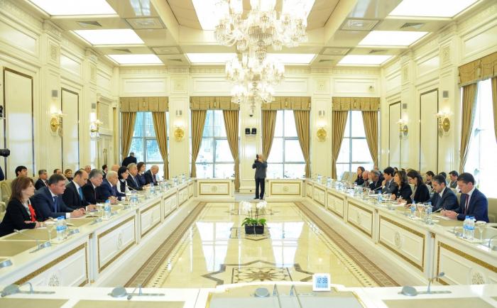Ogtay Assadov rencontre laprésidente du Sénat italien