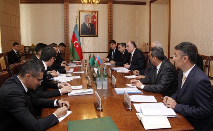 Entretien du chef de la diplomatieazerbaïdjanaise avec son homologue turkmène