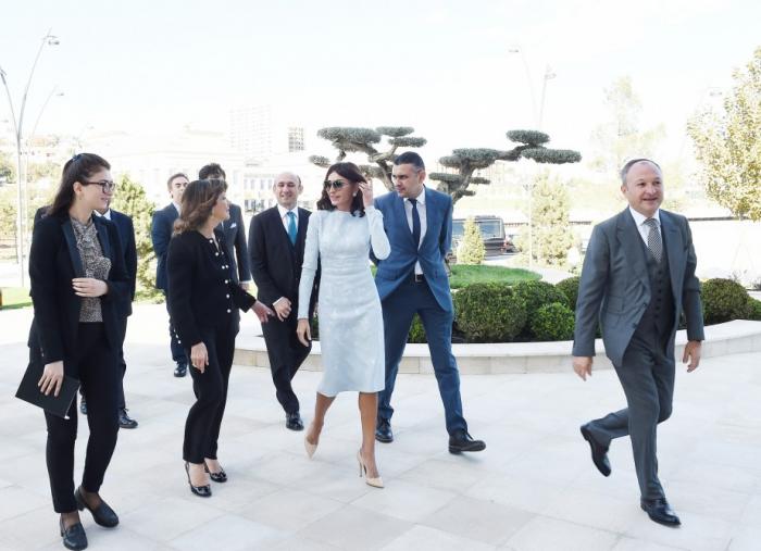 Erste Vizepräsidentin Aserbaidschans trifft italienische Senatspräsidentin