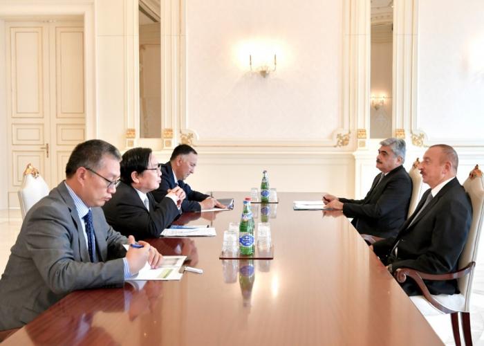 Präsident Ilham Aliyev empfängt AsEB-Vizepräsidenten