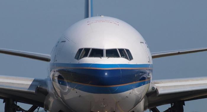 Gewagte Landung: Pilotin steuert Boeing im Sturm seitwärts – VIDEO
