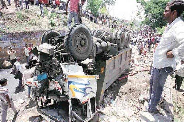 India: Al menos 8 muertos tras chocar un autobús con un camión