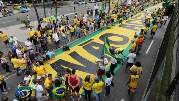 Miles de brasileños expresan en las calles rechazo a PT y aclaman a Bolsonaro