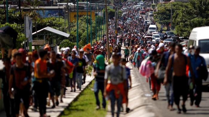 Tausende Mittelamerikaner ziehengen USA
