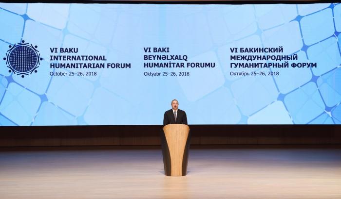 Prezident və birinci xanım Humanitar Forumda