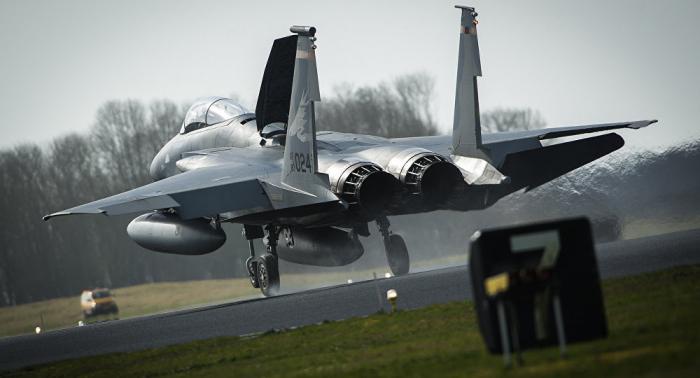 Funkenregen: So hart landet F-15-Jäger – VIDEO