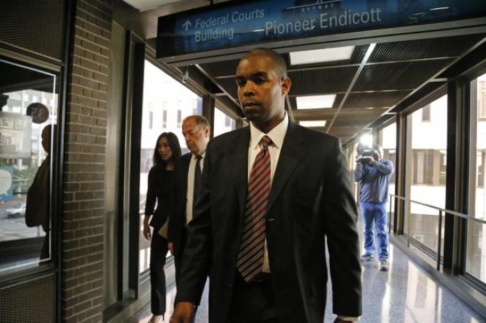 Un agent du FBI condamné à quatre ans de prison pour la fuite d